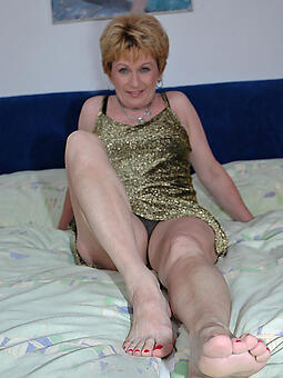 hotties mature legs fingertips