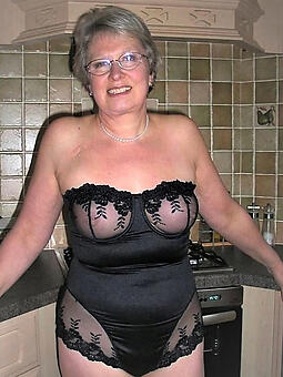 moms in sexy skivvies free unvarnished pics