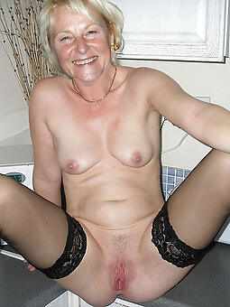 natural solo moms porn pictures
