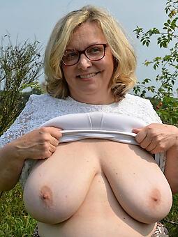 mom showing tits seduction
