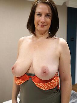 hot mama tit nude pics